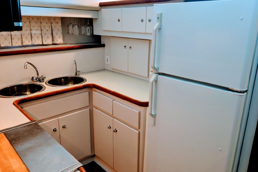 1994 Carver 440 Aft Cabin Motor Yacht - Galley