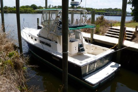 2003 Albin 32+2 Command Bridge - At Dock