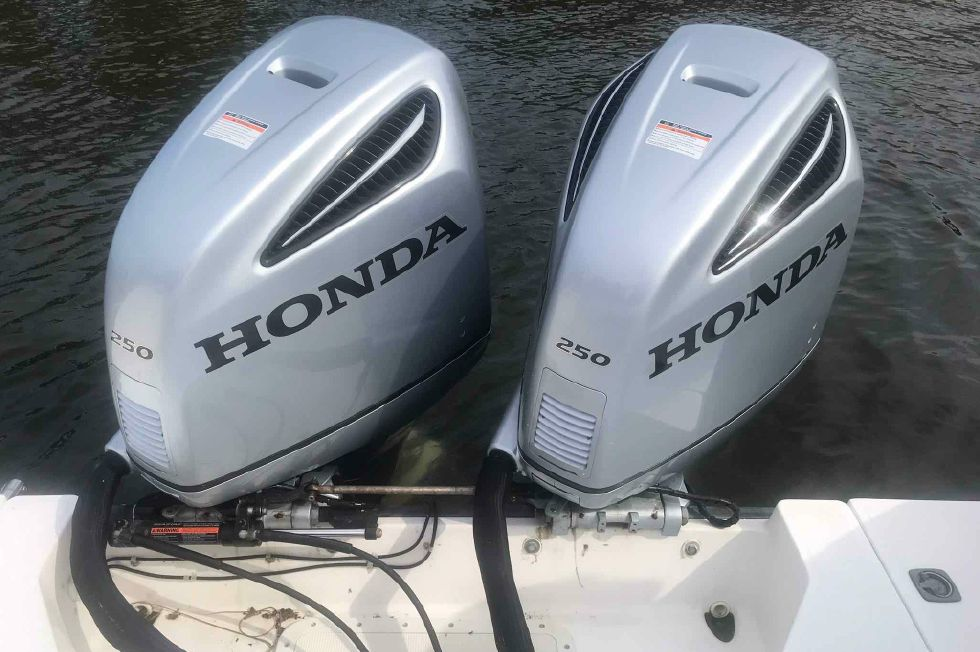 2003 Boston Whaler 295 Conquest - 2014 Honda BF250's