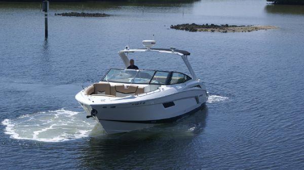 Cruisers Yachts 328 Bow Rider Profile
