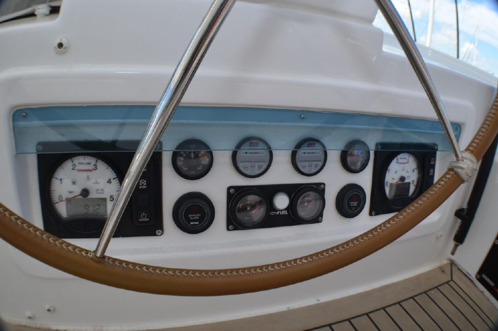 2018 Leopard 58 - Engine controls and guages