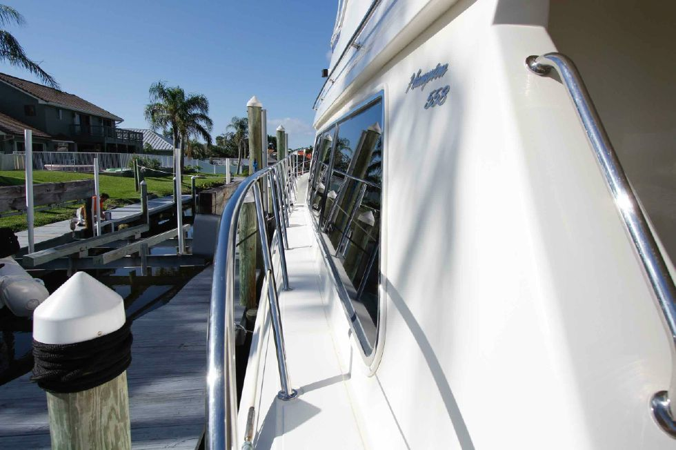 Hampton 558 Pilothouse Gunwales