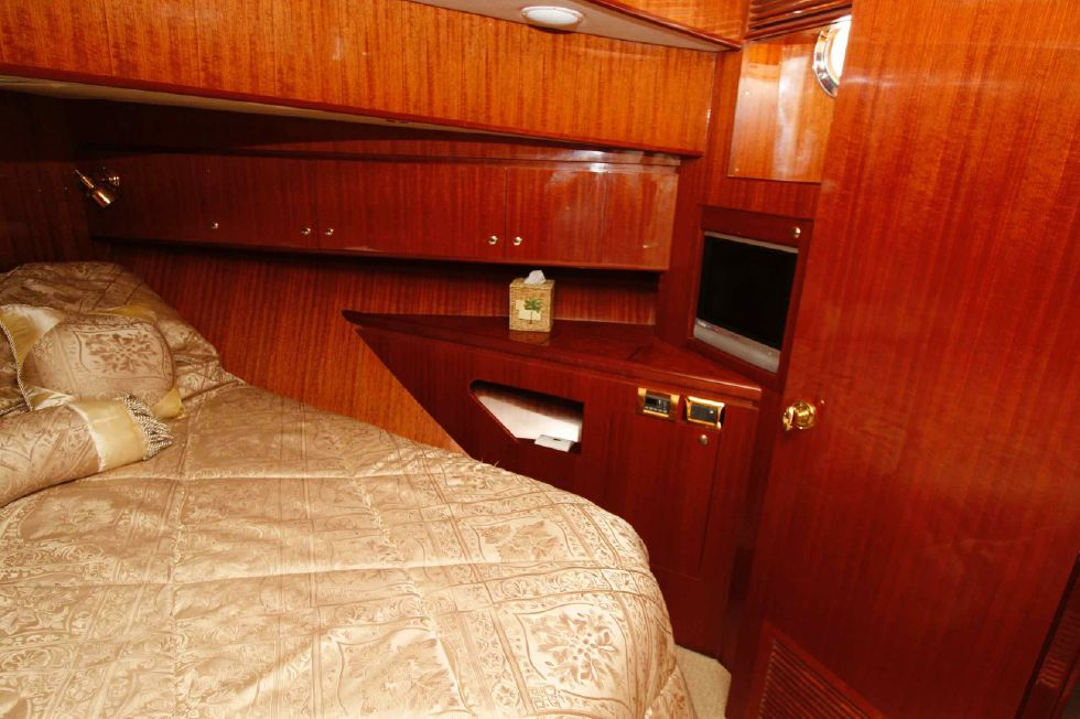 Hampton 558 Pilothouse VIP Stateroom