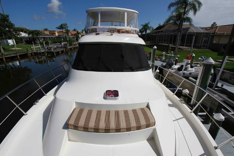 Hampton 558 Pilothouse Forward Deck Seating