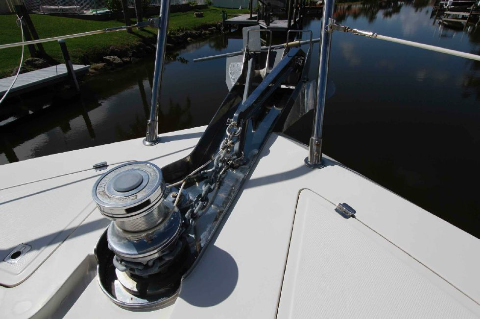 Hampton 558 Pilothouse Windlass, Anchors