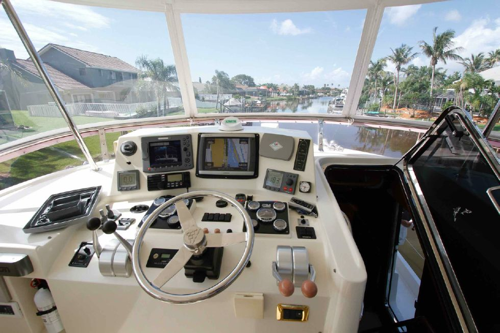 Hampton 558 Pilothouse Upper Helm