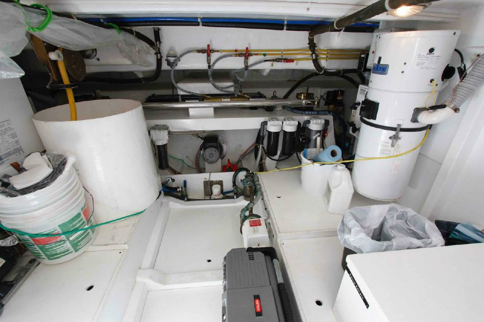 Hampton 558 Pilothouse Hydraulics