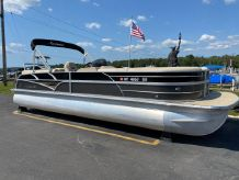 2015 Misty Harbor 2685SU Tri Toon