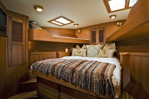 FWD Cabin with queen and kids bunks