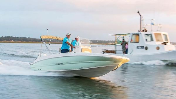 Stingray 186 Center Console Deck Boat sting 206cc_coast_running2_preview.jpeg