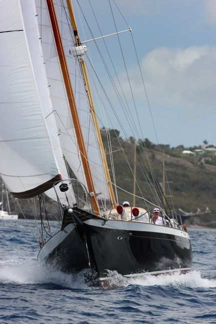 1970 Cheoy Lee Clipper 42 - Bow under sail