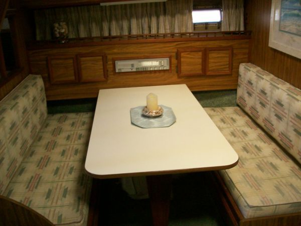 1979 Viking Motor Yacht EXTRA CLEAN!!! - Room for 6