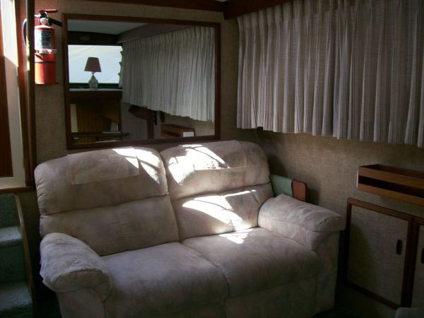 1979 Viking Motor Yacht EXTRA CLEAN!!! - Salon aft Sofa