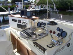 1979 Viking Motor Yacht EXTRA CLEAN!!! - Helm