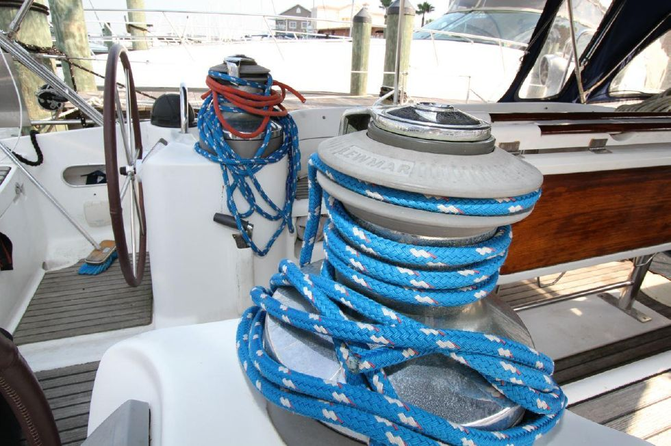 Self Tailing Winches