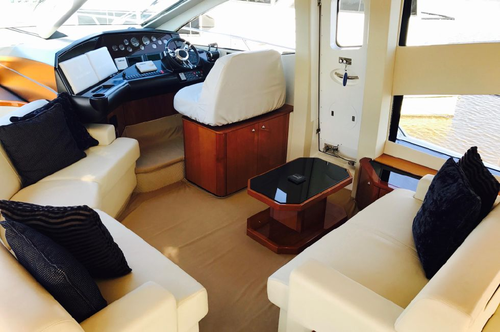 2011 Sunseeker Manhattan 60 - Helm Seating Area