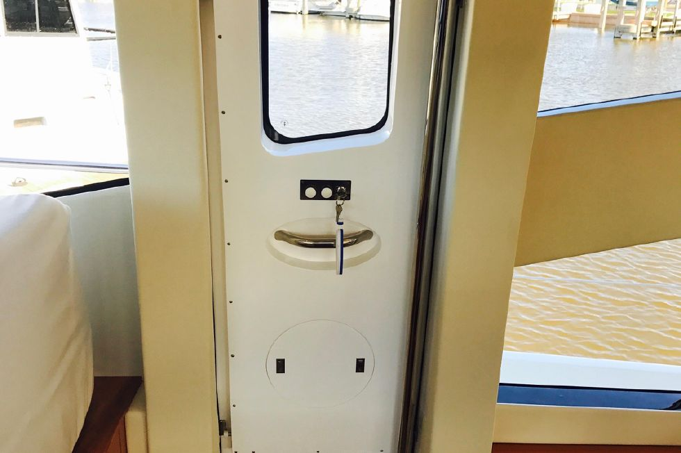 2011 Sunseeker Manhattan 60 - Starboard Side Access Door