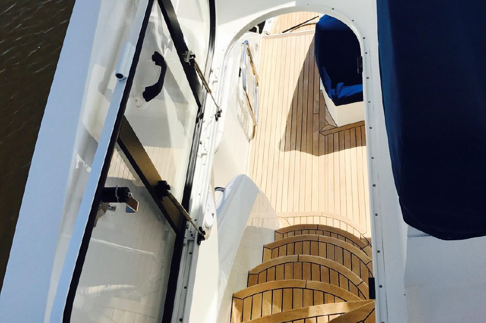 2011 Sunseeker Manhattan 60 - Flybridge Access Door