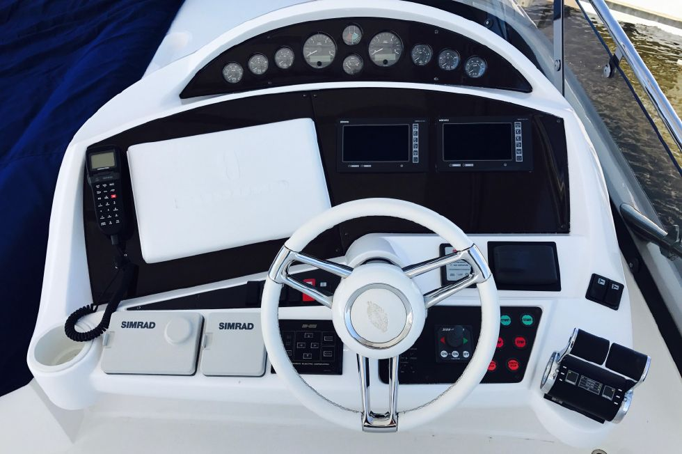 2011 Sunseeker Manhattan 60 - Flybridge Helm / Navigation Area