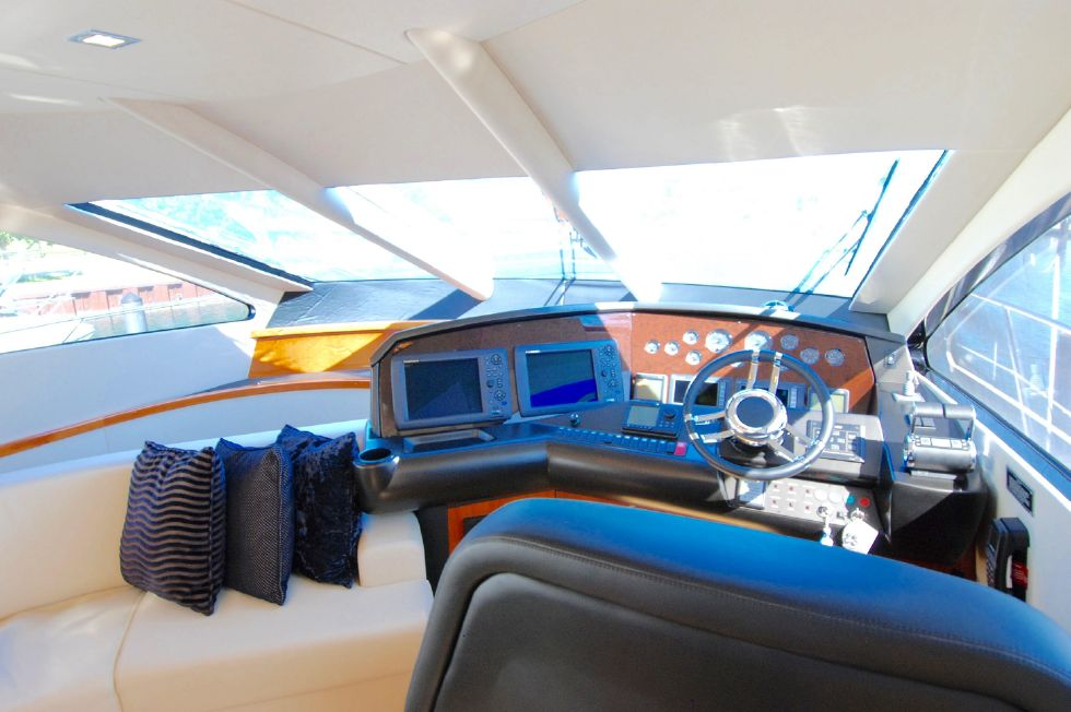 2011 Sunseeker Manhattan 60 - Main Helm Area
