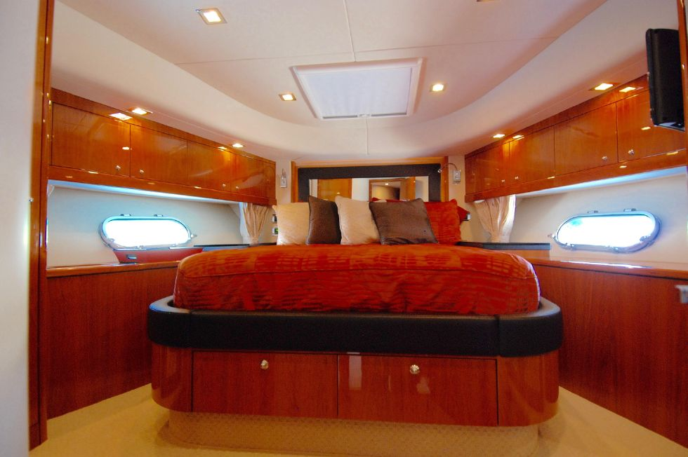 2011 Sunseeker Manhattan 60 - VIP Stateroom Forward