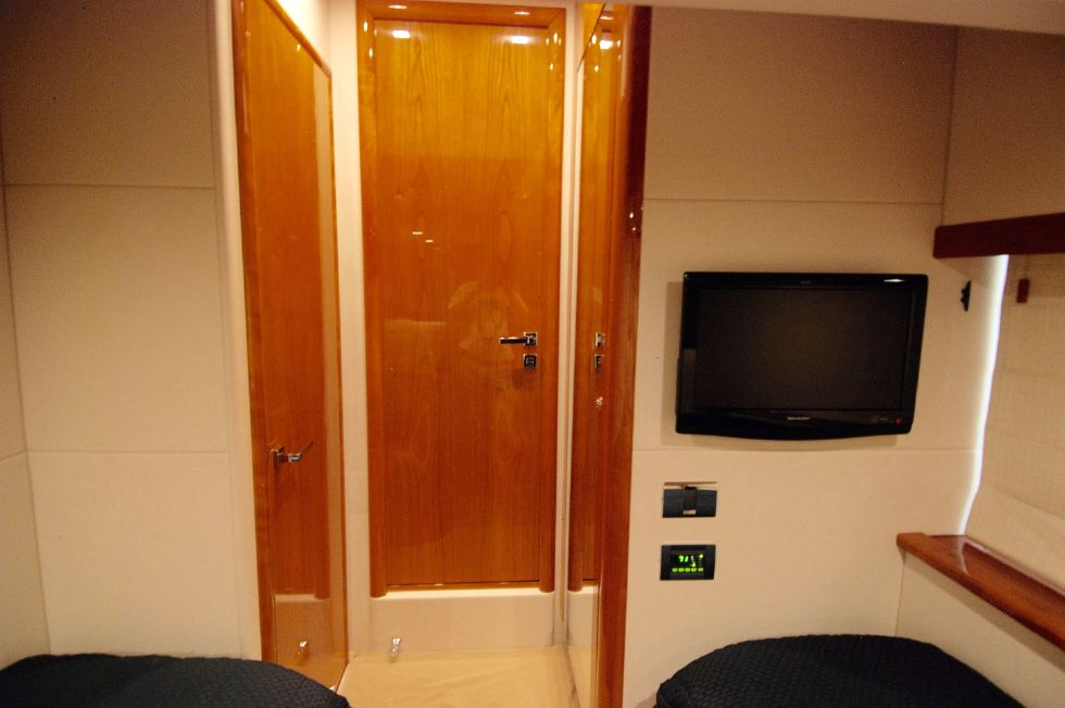 2011 Sunseeker Manhattan 60 - Guest Stateroom Looking Forward