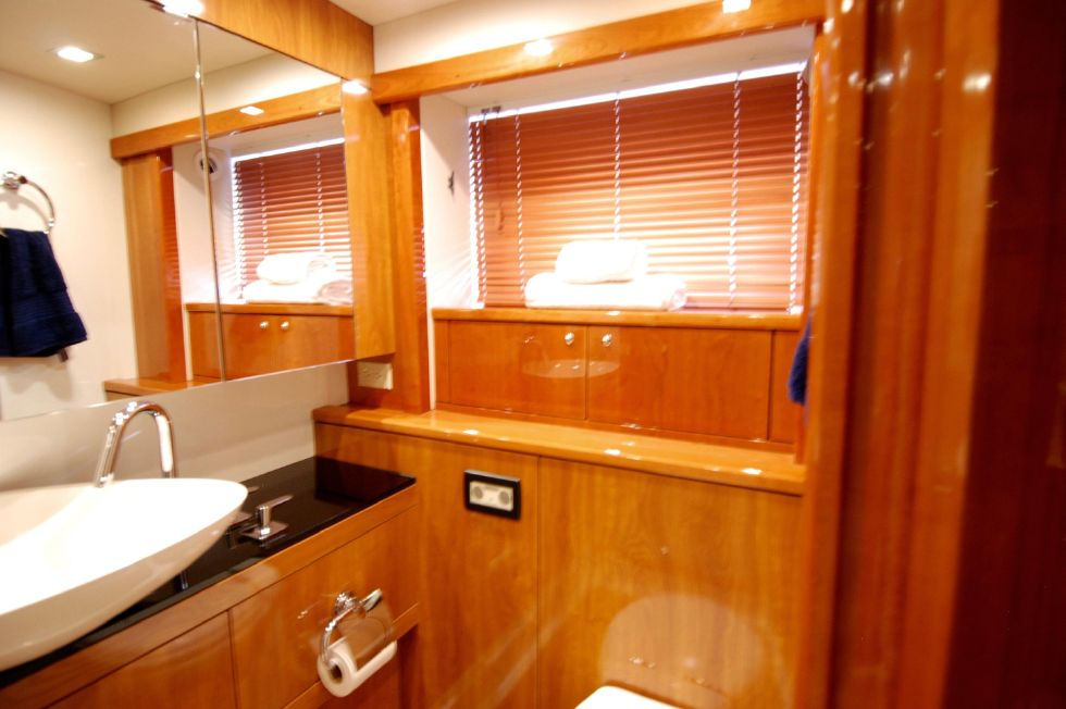 2011 Sunseeker Manhattan 60 - Ensuite Master Head