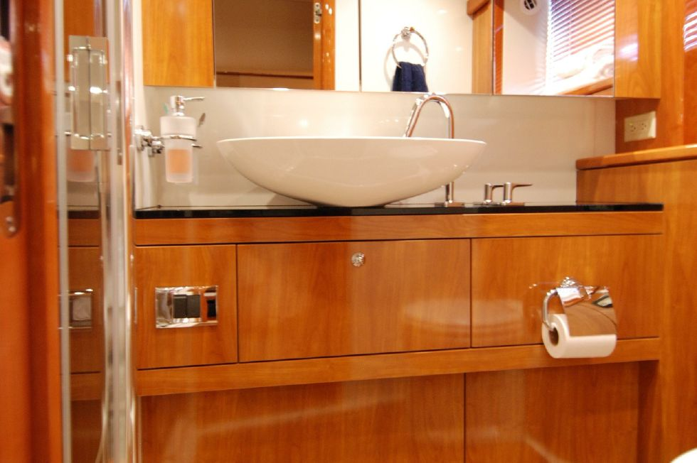 2011 Sunseeker Manhattan 60 - Ensuite Master Head w/ Separate Shower