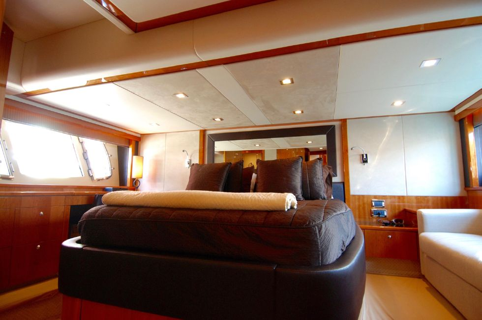 2011 Sunseeker Manhattan 60 - Full Beam Master Stateroom