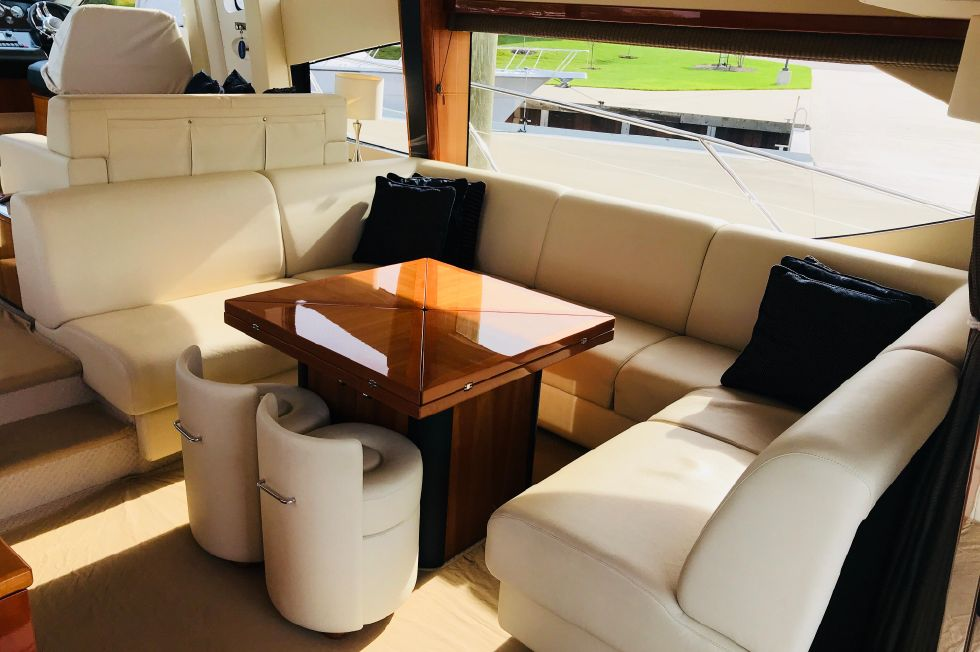 2011 Sunseeker Manhattan 60 - Salon Seating w/ (2) Poufee Stools
