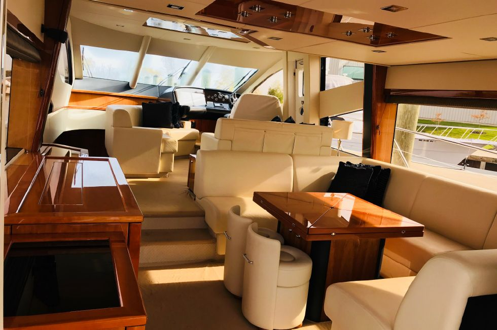 2011 Sunseeker Manhattan 60 - Salon Looking Forward