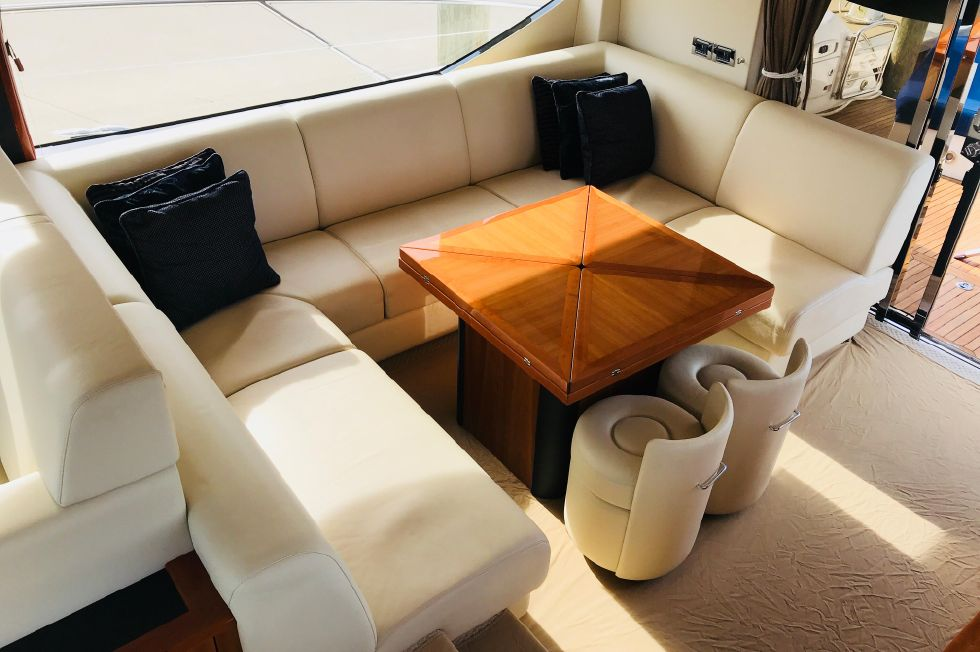 2011 Sunseeker Manhattan 60 - Salon Area w/ Custom High Gloss Cherry Table - Extendable