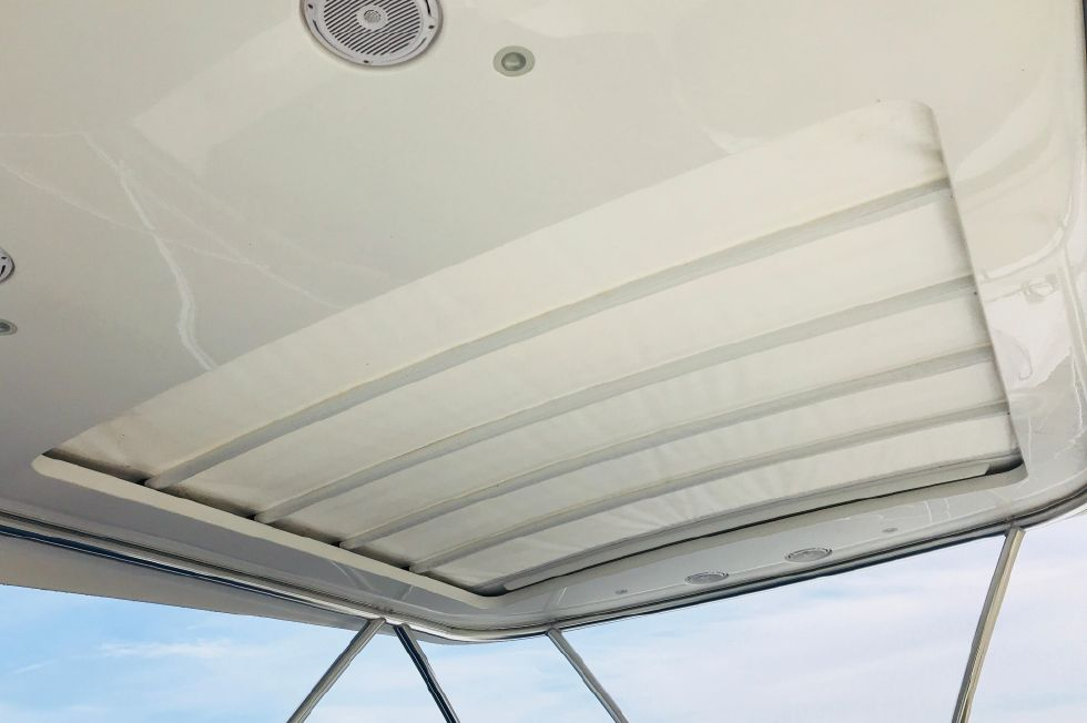 2011 Sunseeker Manhattan 60 - Flybridge - Electric Retractable Sun Shade