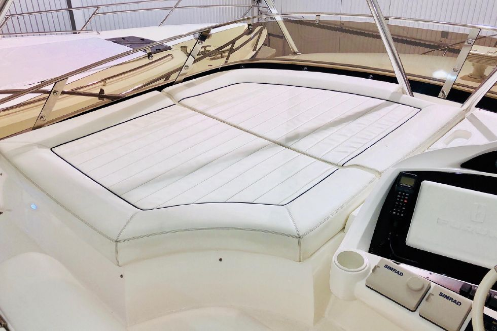 2011 Sunseeker Manhattan 60 - Flybridge Port Side Forward Sun Pad