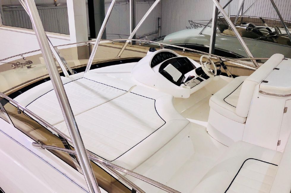 2011 Sunseeker Manhattan 60 - Flybridge Fwd Area - Uncovered
