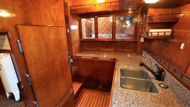 1982 Don Brooke - Export Yachts Broker Brokerage