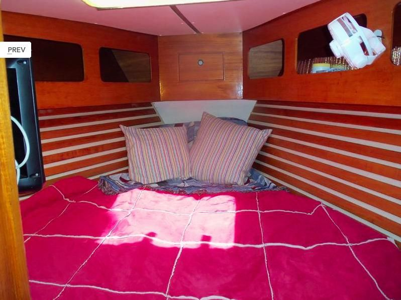 1985 Moody 419 - Moody 419  V berth converts to double