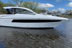 2021 Cruisers Yachts 39 Express Coupe