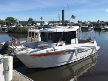 2015 Beneteau BARRACUDA 7 PILOT HOUSE