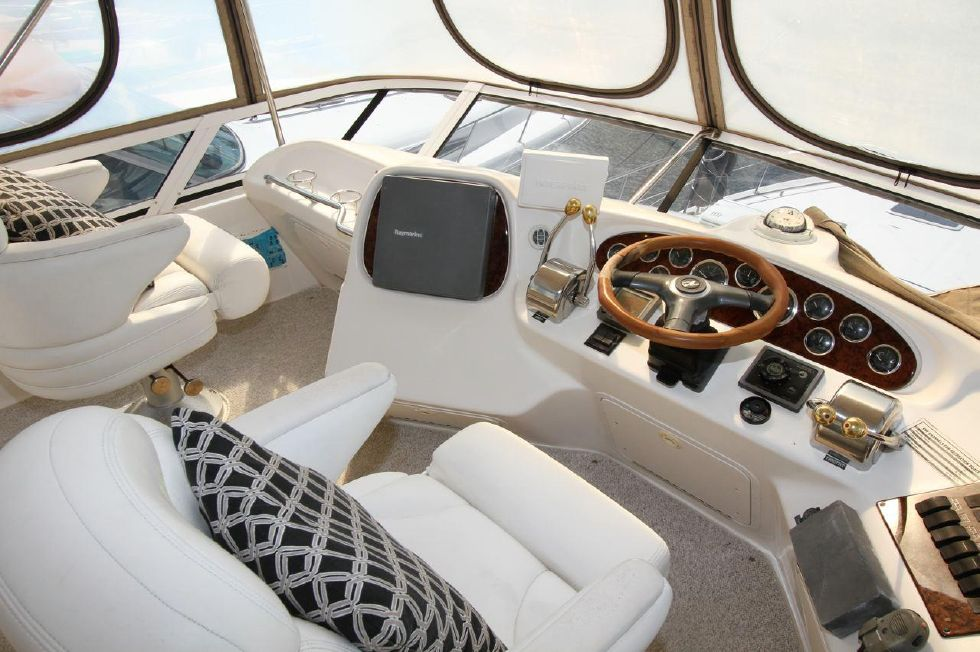 40 Sea Ray Sedan Bridge Upper Helm Station