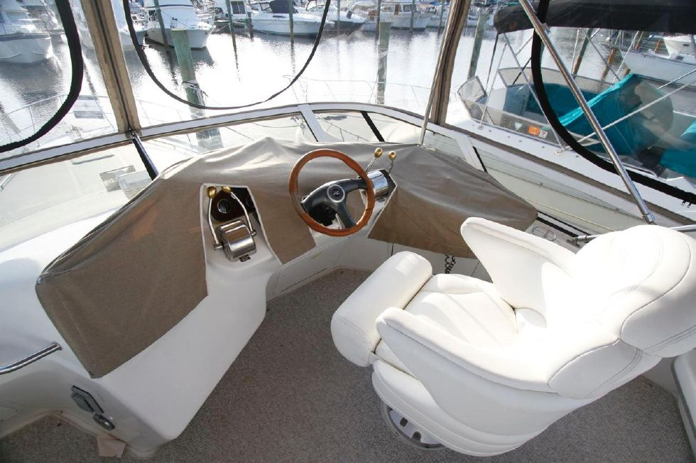 40 Sea Ray Sedan Bridge Helm Station