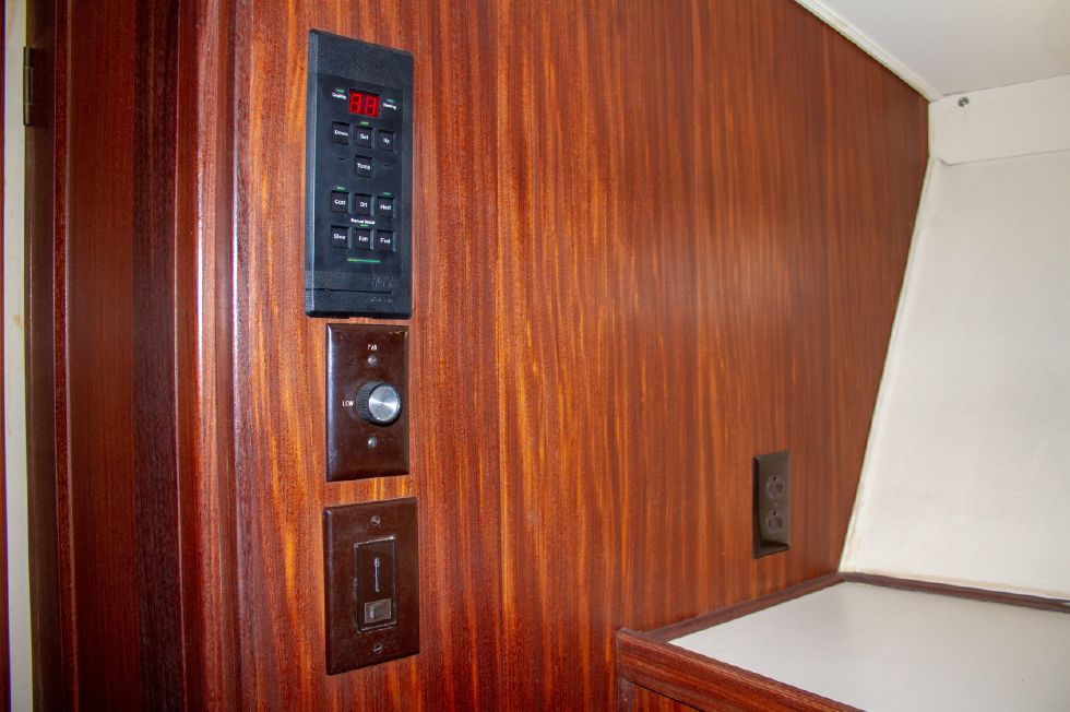 1987 Hatteras 1987 41 Convertible - AC Controls