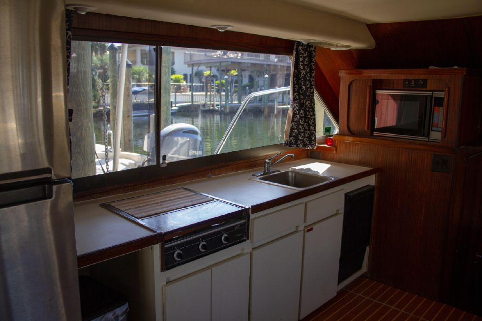 1987 Hatteras 1987 41 Convertible - Galley