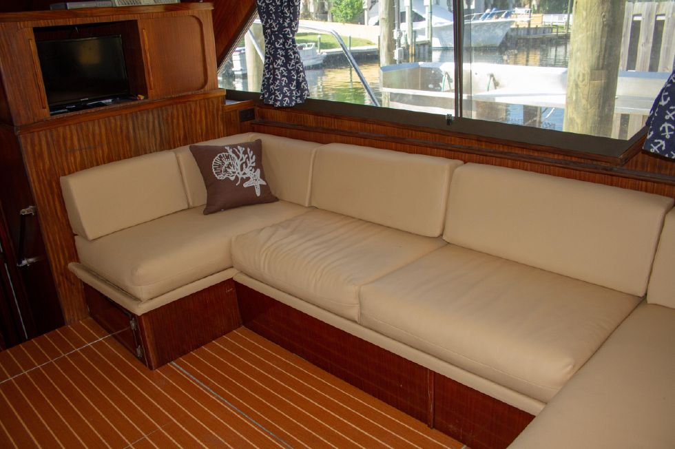 1987 Hatteras 1987 41 Convertible - Fresh Softgoods on Settee