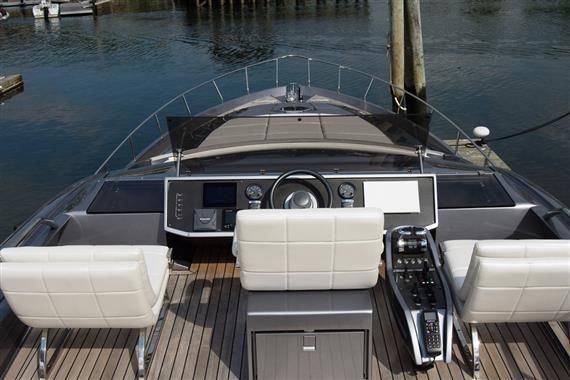 2017 Pershing 74 - 2017 Pershing 74, Sultan Flybridge