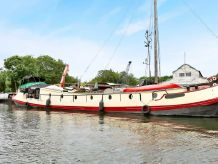 1898 Dutch Barge 23m with London mooring