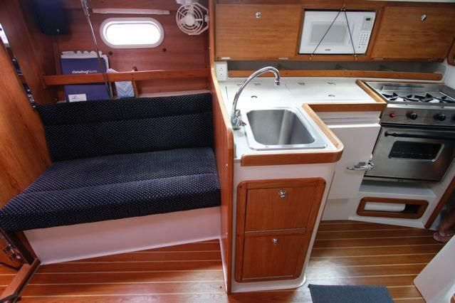 2005 Catalina 310 - 31 Catalina 310 Settee, Galley