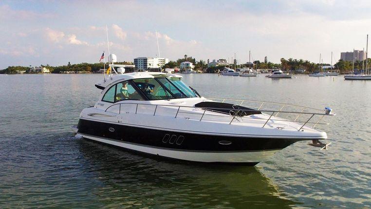 2013 Cruisers Yachts