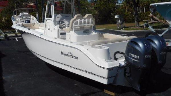 NauticStar 2602 Legacy