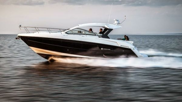 Cruisers Yachts 390 Express Coupe Port Side